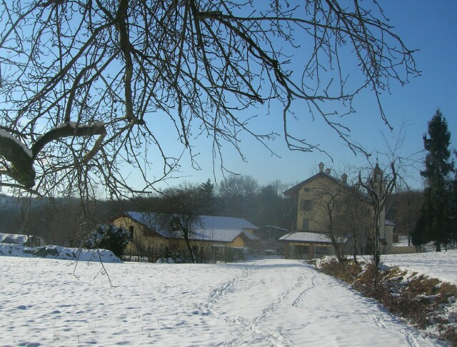 view-from-pathway-in-fresh-snow.jpg