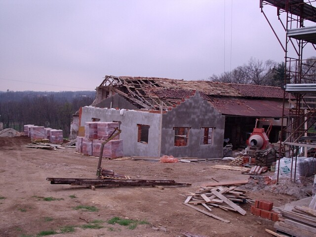 barn-construction-april-2005.jpg