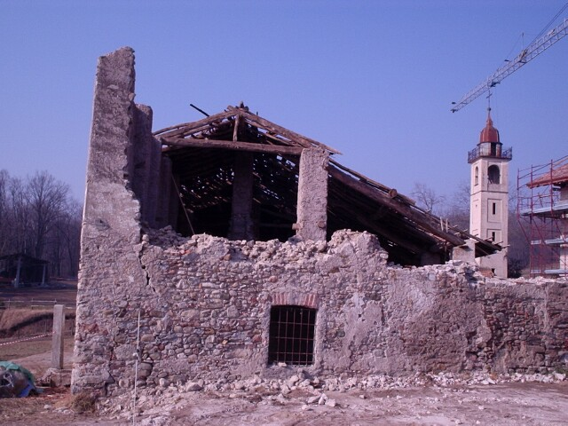 barn-demolition-feb-2005.jpg