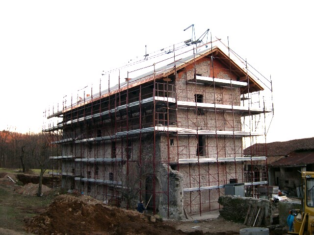 scaffolding-on-house-dec-2004.jpg
